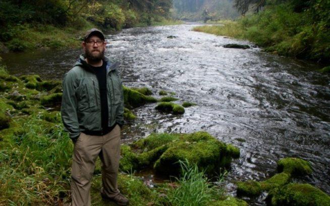 沿岸河川のドリフト・クリーク。ここは在来種のスチールヘッドやサーモンの生息地でもある。アリはこの川は集中的に伐採された土地を通過する他の川よりもずっと健全であることを発見した。Photo: Ari Zolonz