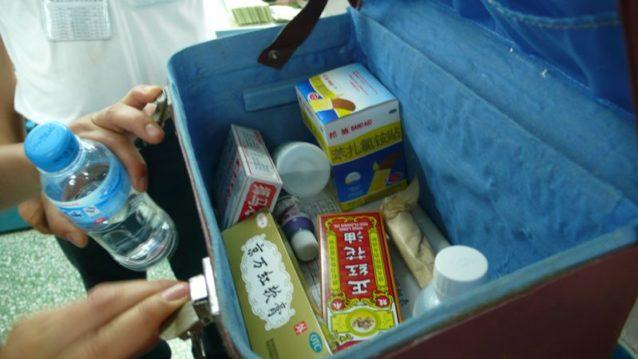 中身のきちんと揃った応急手当箱の常設は、安全基準を満たすために必要な多くの条件のひとつ。Photo: Cara Chacon