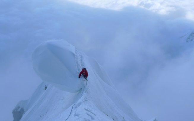 危険な雪屁をいくパタゴニアのアンバサダー、コリン・ヘイリー。Photo: Bjørn-Eivind この登攀についてはこちらからお読みいただけます(英語)