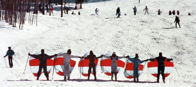 スキー・クリッパーで楽しむビリーの祖父、H. W. スミス・Jr.(左から2人目)写真:ビリー・スミス、スポーティング・セール提供
