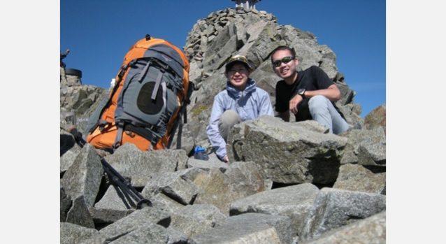 同僚であり夫である高城克昭と。奥穂高岳山頂にて。写真:高城 克昭下