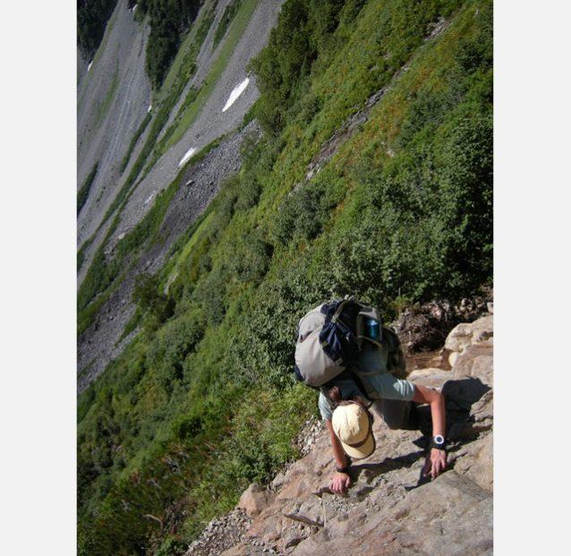 晩夏の涸沢を後に初秋の北穂高岳へ駆け上がる小林。写真:高城 克昭