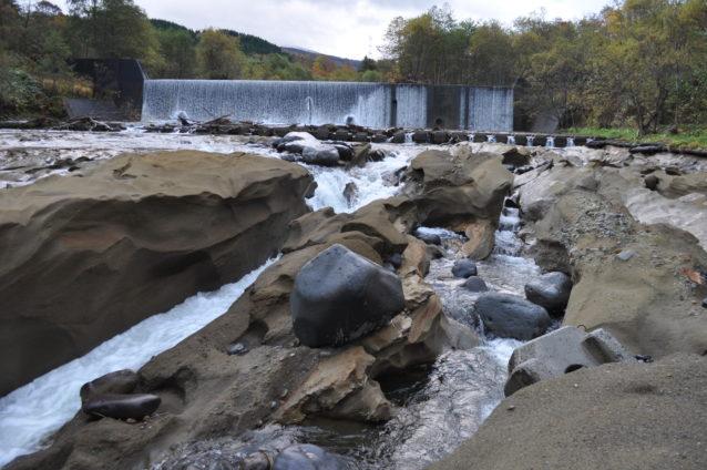須築川と同様に河床低下が進む砂蘭部川。写真:稗田一俊