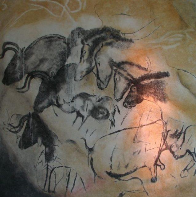 ショーヴェ洞窟の壁画。Photo: HTO(クリエイティブ・コモンズ・ライセンスのもとWikipediaより転載)