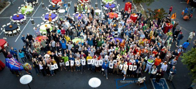 10月の第3週、世界中の同僚たちが大きな会議のためベンチュラへ集いました。水曜日は会食とコスチュームパーティーでした。