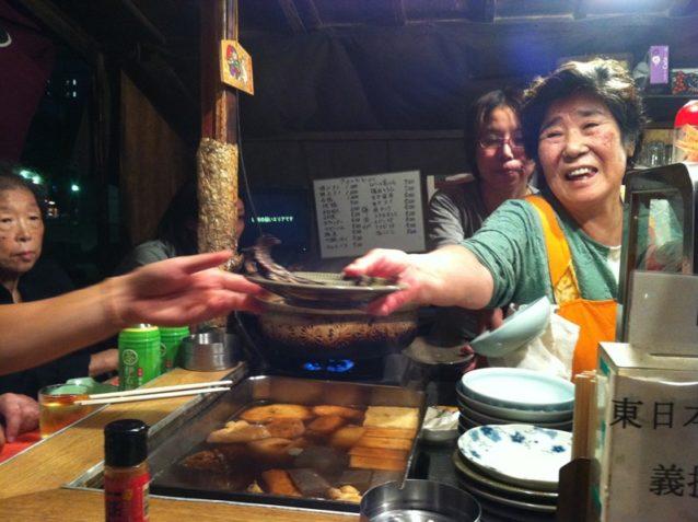 夕食のために立ち寄った博多の屋台は人で一杯だったし、パタゴニアにも大勢のお客様が来店していた。