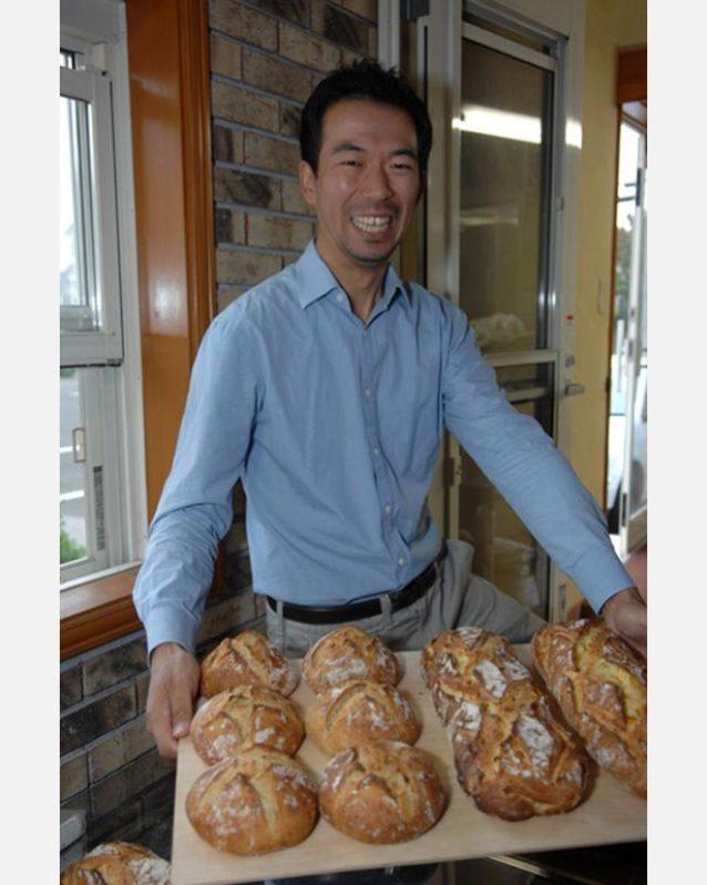 パン焼き職人のヒデと一緒にパンを焼くこともできた。パタゴニア・サーフィン・アンバサダーのジェリー・ロペスにインスピレーションを得ているという彼は、ミシュランの1つ星を獲得したロサンジェルスにあるSonaで働いていたこともある。