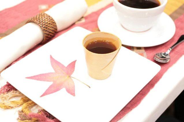 僕のシグネチャービバレッジはイチジクのネクターで風味をつけたコーヒーに柑橘系の香りと、苦味を取るために微妙の塩を加えたもので、スギのカップで出した。写真:日本スペシャルティコーヒー協会提供