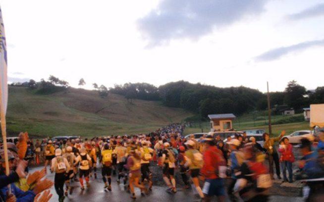 午前5:30、レースがスタート。ゴール制限時間は翌午前3:30 写真:パタゴニア日本支社