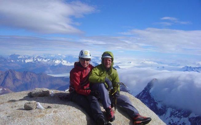 フィッツ・ロイの山頂のヘレンとビーン・バワーズ。Photo: Bean Bowers Collection