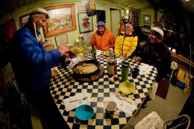 家族と友人のためにいつでも喜んで料理をしてくれた健全な食材と食通のマイク。