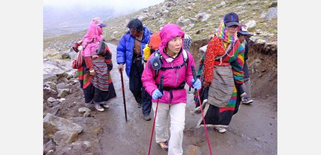 巡礼2日目、チベット人巡礼者とドルマラを目指す。Photo: ©Kei Taniguchi