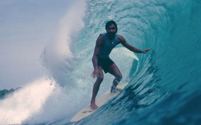 こんな波があったら一日中サーフィンするしかない。1970年代後半か80年代初期のG-LANDのジェリー・ロペス。Photo:Don King