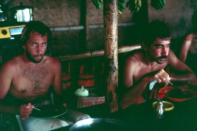 夕食は深刻な問題だった。食べ物があるときは食べ、ないときはお腹をすかしていた。でも波がつねにご馳走だった。Photo:Don King