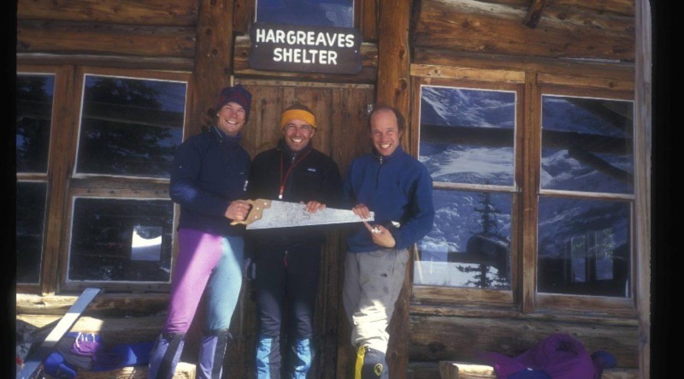 1996年のマウント・ロブソンのエンペラー・フェイスへの遠征時のスティーブ・ハウスとバリー・ブランチャード、ジョー・ジョセフソン。「登攀は失敗に終わったが、遠征は先輩たちとの高度なアルピニズムの果てしない世界に僕を導いた」Photo: Steve House Collection