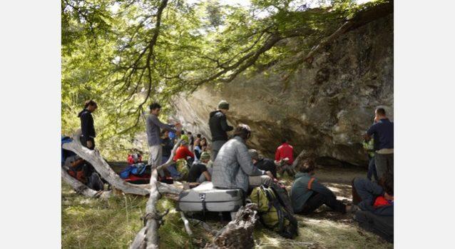森に囲まれた最初の岩場。写真:横山 勝丘