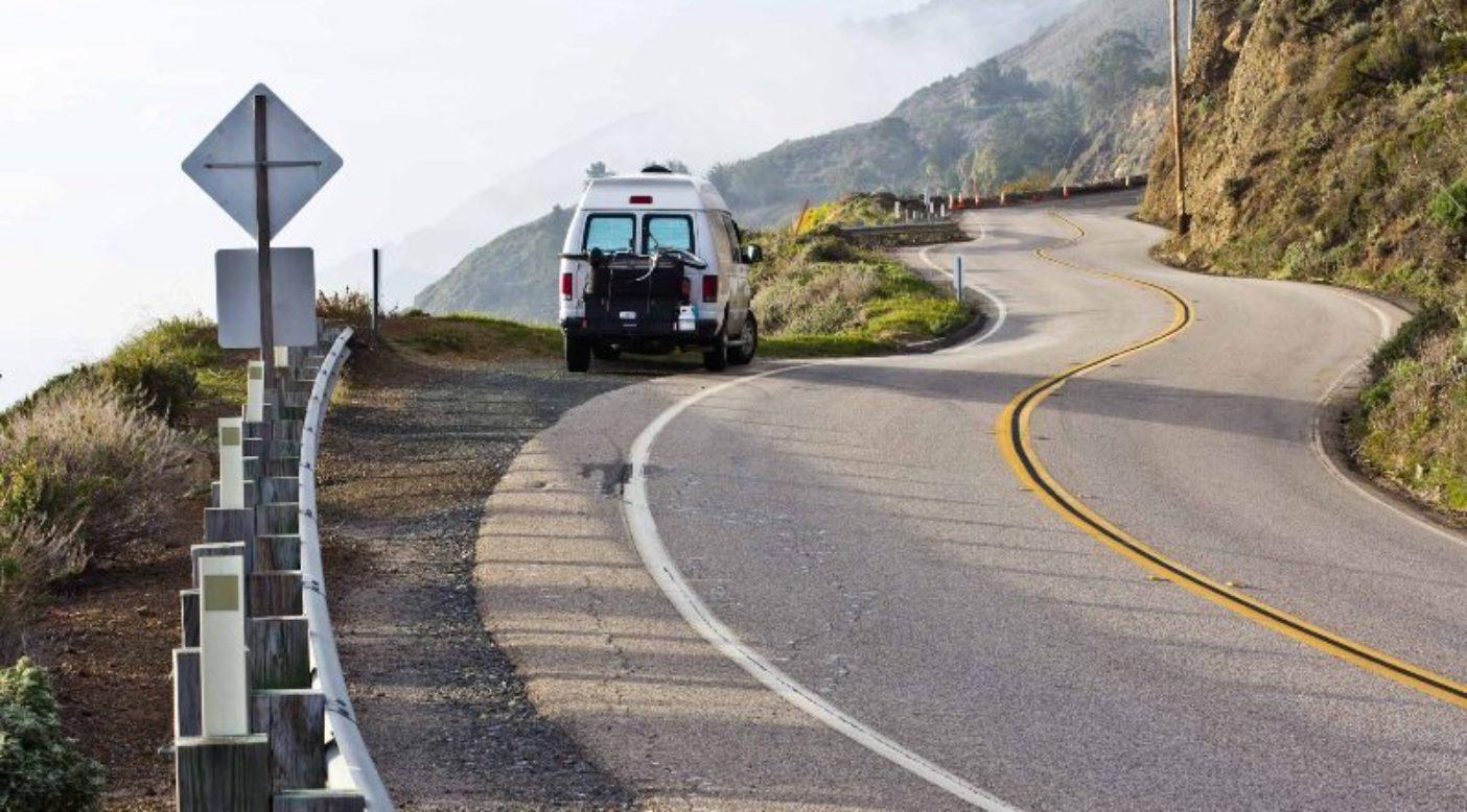 カリフォルニアの中部海岸線を北に向かう私たちのバン。Photo:Sonnie Trotter