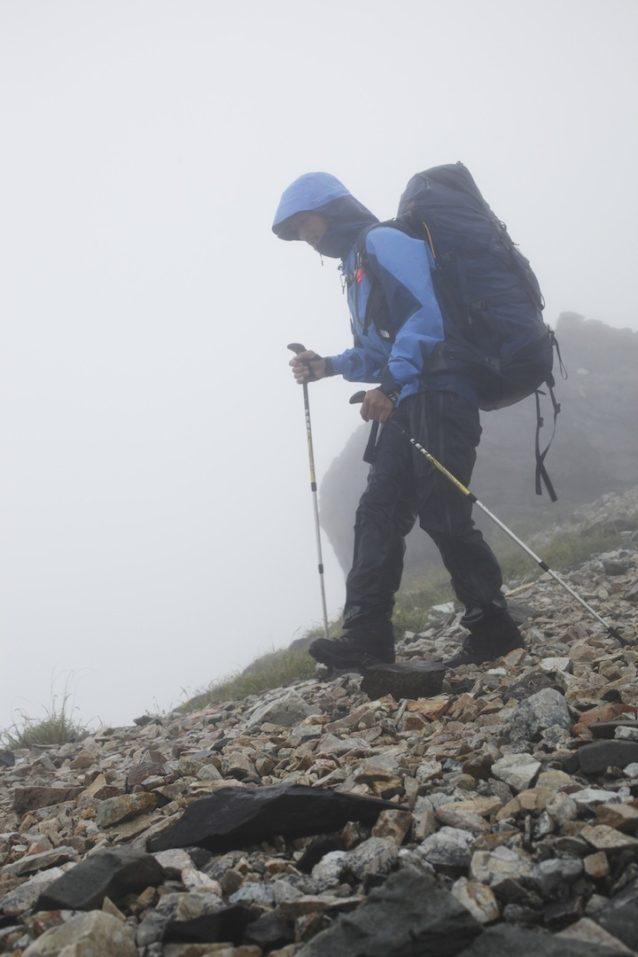 濃霧と雨のなか、北アルプス/白馬三山を行く