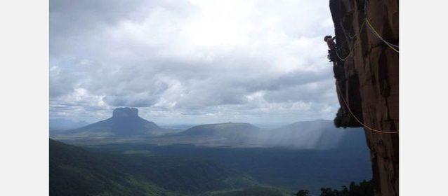 マリア・ロサの2ピッチ目を登って行くニコラ・ファブレス。Photo:Xpedition.be