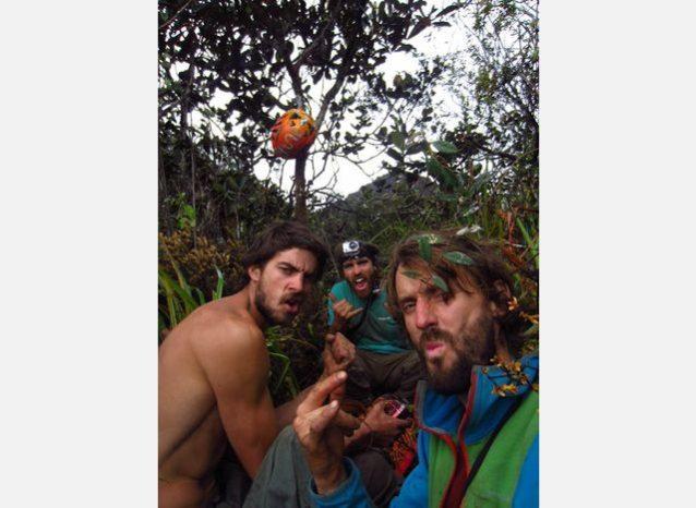 アムリ・テプイの頂上でワイルドな感じの僕たち。Photo:Xpedition.be