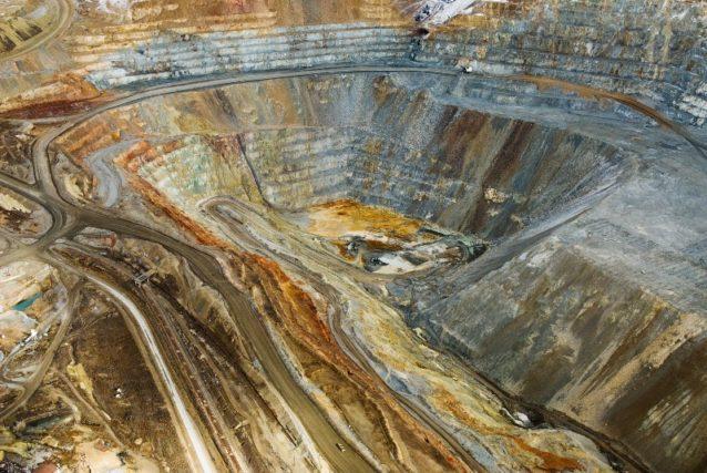 露天掘鉱山が景観にどう影響するかの一例。モンタナ州 Photo: Paul Colangelo