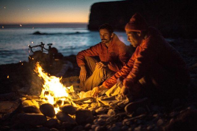 カノアと僕。お忍びのキャンプ場と完璧な天気。Photo: Kanoa, Kellen, Dan