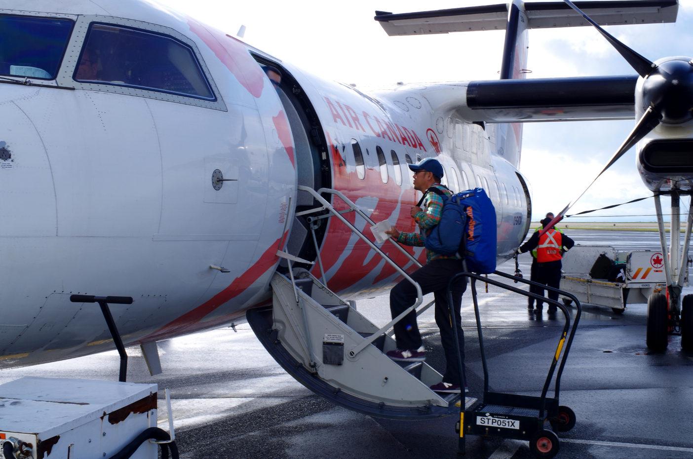 バンクーバー空港から、目的地テラスへ向う。写真:足立信正