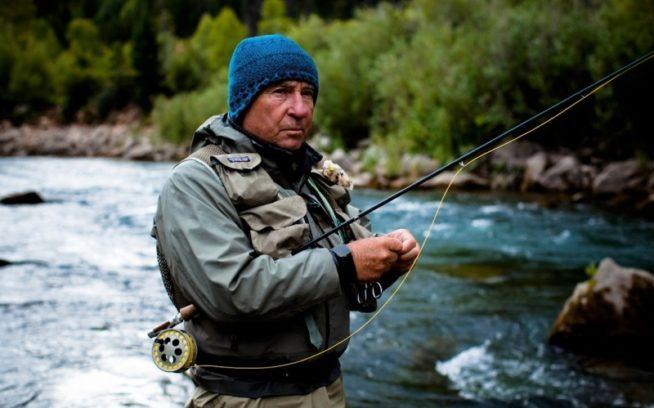 『ダムネーション』の製作責任者兼パタゴニアの創業者、イヴォン・シュイナードはダム撤去の長年の提唱者であり、自由に流れる川の保護者。Photo: Tim Davis