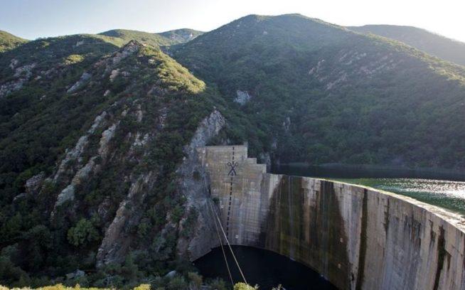 写真:カリフォルニア州ベンチュラ郡のマティリハ・ダムの撤去指示。「We're Just Getting Started: Elwha and Condit Establish Dam Removal Momentum」より