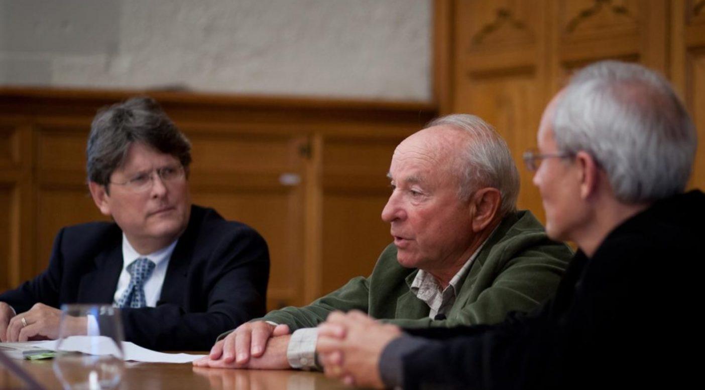 イエール大学、森林・環境学部で講義するイヴォン・シュイナード。Photo: Anthony Clark