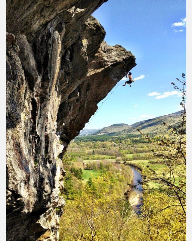 「プレデター」を登る「ダニマル」ことダン・ヤグミン・ジュニア。ニューハンプシャー州ラムニー。Photo: Charissa Rujanavech