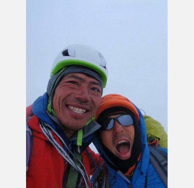 フィッツロイ山頂にて。横山(左)と増本(右)写真:横山 勝丘
