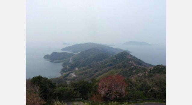 上盛山から見た長島と祝島。写真:齊藤 知子