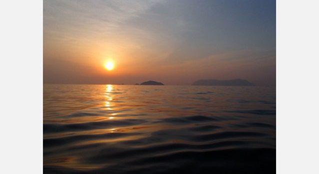 宇和島と祝島。船の上から。写真:小田 進