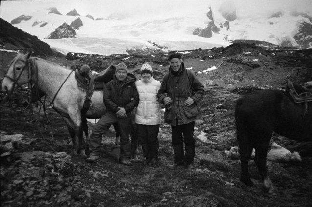 チリのティエラ・デル・フエゴのダーウィン山系のイヴォン・シュイナード、クリス・マクディビット-トンプキンスとダグ・トンプキンス。Photo: Patagonia Archive