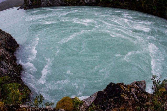 パスクワ川の3番目のダムの建設予定地 チリ領パタゴニア。写真:ジェームス・Q・マーティン