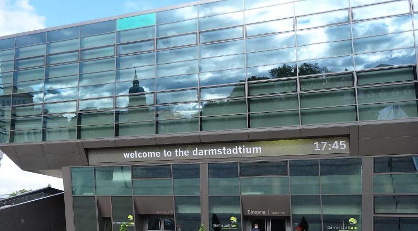 ダームスタチウムという大学の土地でダルムシュタット市が運営している国際会議所。再生可能エネルギーを利用し、色々な工夫がされている。写真:脱原発をめざす首長会議