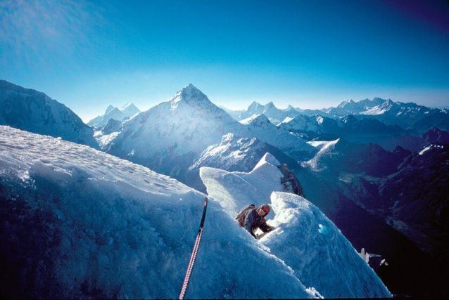 ネバダ・ウルタのパーソナル・ジーサスを初登するジム・アール。ペルー、コルディレラ・ブランカ Photo: Kelly Cordes