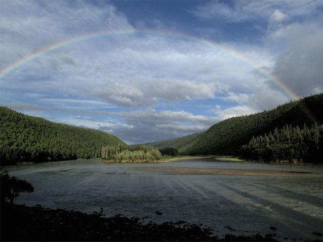 ダム建設予定地のほんの数キロ上流にあるこの全景が淀んだ貯水池に埋もれる。Photo: Matt Stoecker