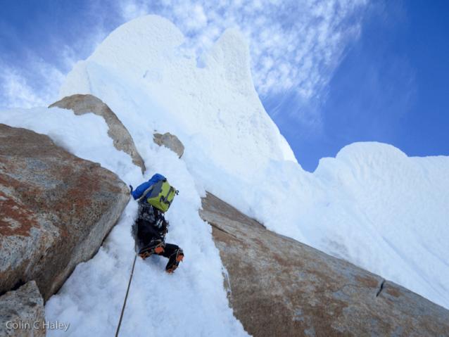 トーレ・エガー山頂付近のヨーグ・アッカーマン。Photo: Colin Haley
