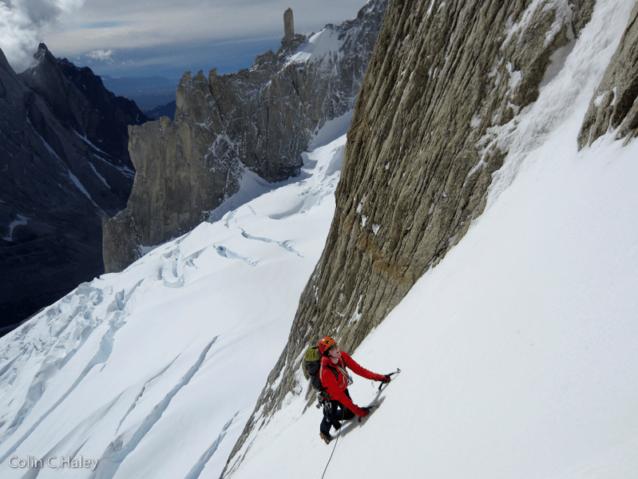 アグハ・スタンダルトの「Tobogan」を登るジョン・ウォルシュ。Photo: Colin Haley