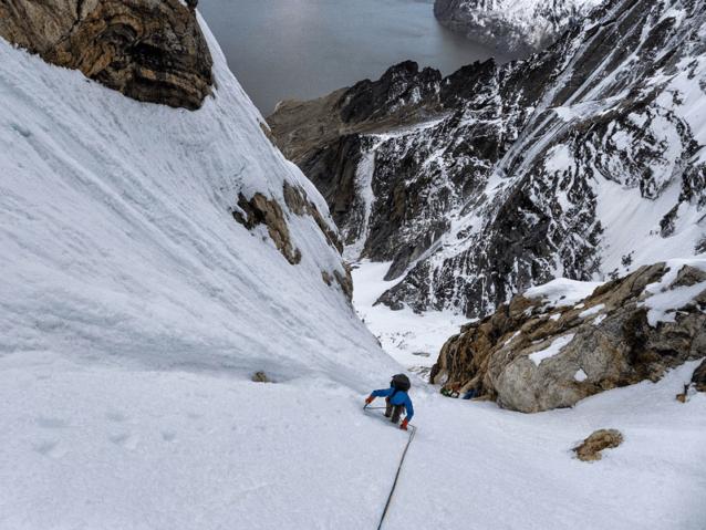 雪のクーロアールに達すると、流れと進行速度が向上。Photo: Marko Prezelj