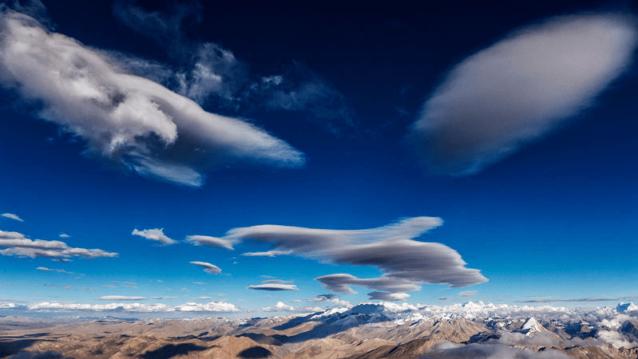 雲は視覚的には魅力的だが、それが運ぶ知らせは正反対だ。Photo: Marko Prezelj