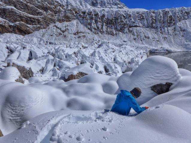 以前は2時間だったアプローチが肉体的にも精神的にも消耗する丸2日の下山に変身。Photo: Marko Prezelj