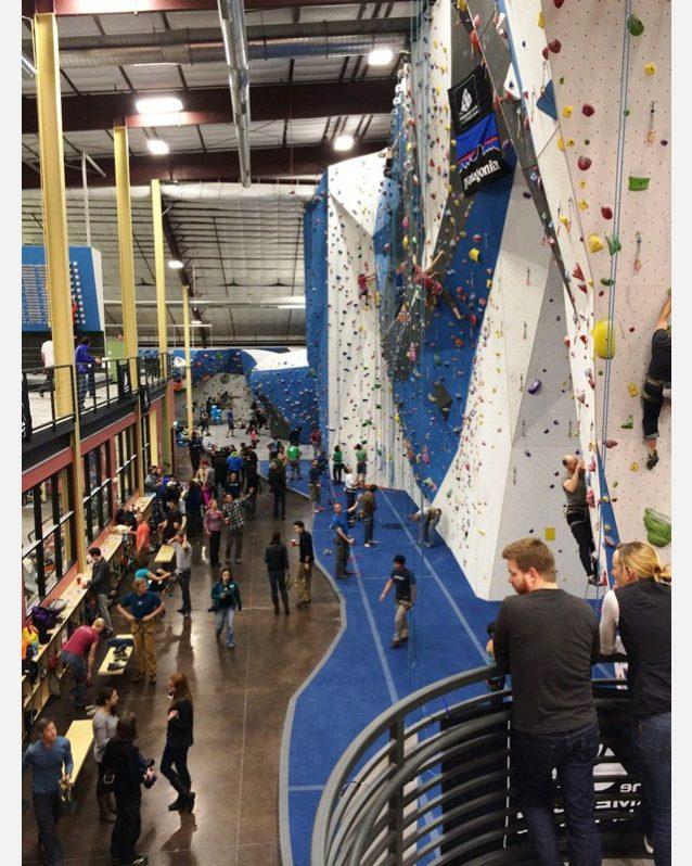 コロラド州ゴールデンにあるアーストレック・ジムでの金曜の夜のイベント。Photo: Liz Cunningham