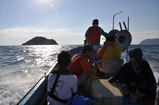 ベテラン漁師小浜さんの漁船で宇和島へ向かう