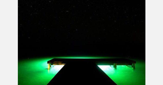 バハマのアンドロス島にのスタフォード・クリーク・ロッジのドック。カリブ海の星空の下で。写真:RC・コーン提供