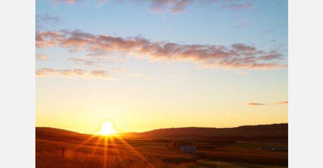 とある1日のはじまりで北極海と落ち合うアイスランド東部。写真:RC・コーン提供