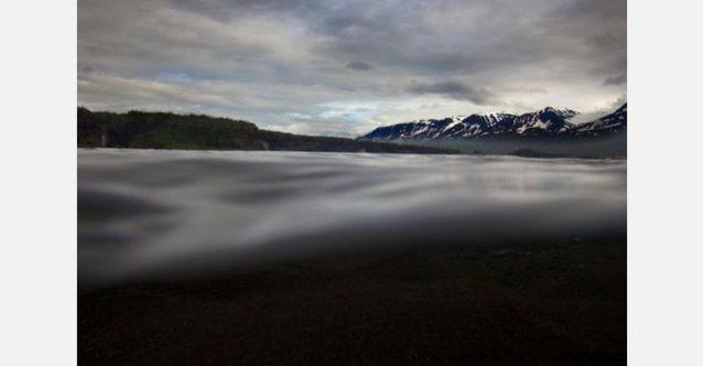 暗い威圧的な天候はしばしばアイスランドのサーモン釣りの背景となる。写真:RC・コーン提供