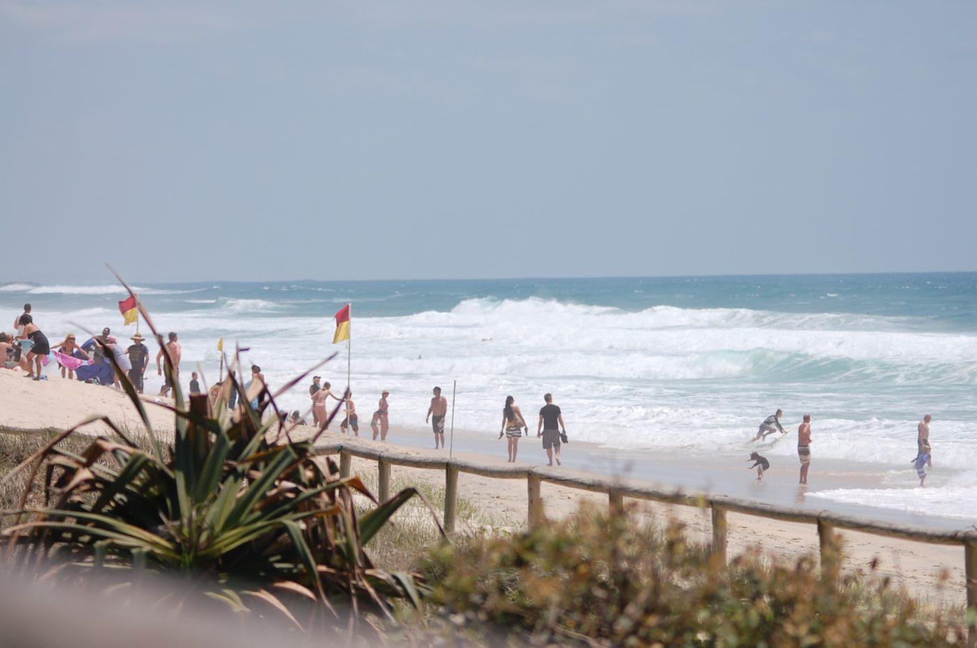 きれいな海や広大な景色によって、海岸に住んでいる人や遠くから来る観光客で、海は人で埋め尽くされている。写真:進士剛光